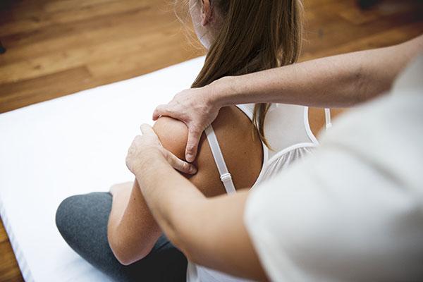 Irodai masszázs testtartási problémákra profikkal