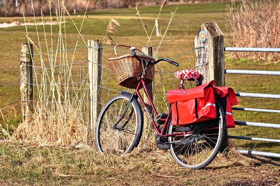 Vízlepergető anyagú biciklis táska