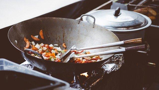 A Wok serpenyő magasra emeli a főzést