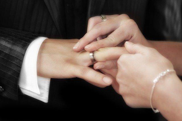 Kényelmes megoldás a karikagyűrű rendelés